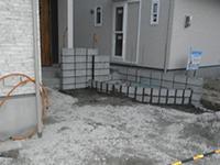門柱はブロックを積んでいるところ